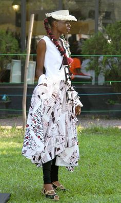 Stylist - Meni Mbugha for VIVVYA Model - Sarah Nz Make-Up - Arlette M Photo Credits - SOKO SOKO Bazar / VIVVYA (by C. PEPIN)