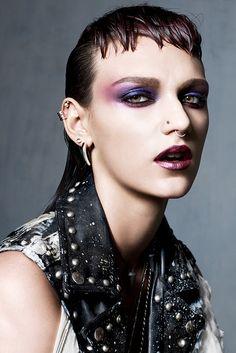 Tough Love: Super-Edgy Makeup Harte Liebe: Super-kantiges Make-up Glam Rock Makeup, Punk Makeup, Edgy Makeup, Grunge Makeup, Beauty Makeup, Vogue Makeup, Makeup Art, Makeup Tips, Make Up Looks