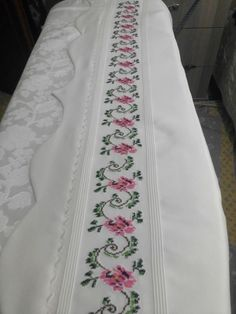 Chic Minimalista, Vestidos Sexy, Moda Emo, Bed Covers, Cross Stitch Embroidery, Bed Sheets, Pillow Cases, Bridal, Summer Dresses