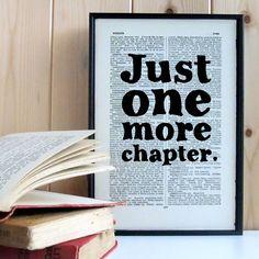 Plakát v dřevěném rámu Just One More Chapter   Bonami