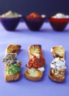 Geröstete Brotscheiben mit drei arabischen Pasten | Zeit: 1 Std. | http://eatsmarter.de/rezepte/geroestete-brotscheiben-mit-drei-arabischen-pasten