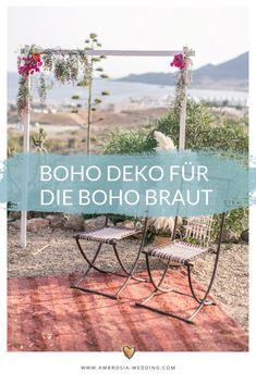 Heiraten am Strand in der Sonne am Meer ist wohl die romantischste Art sich zu trauen. Eine Hochzeit in Spanien am Meer ist entspannt und immer wunderschön. Ambrosia Wedding hilft dir bei der Planung deiner Strandhochzeit. Boho Hochzeit am Strand in Spanien. Traumhochzeit im Boho Stil, Boho Wedding in Spanien. Boho Deko für die Boho Braut.  #strandhochzeit #beachwedding #heiratenamstrand #bohowedding #bohohochzeit #bohodeko Mediterranean Wedding, Boho Stil, Wedding Ceremony Decorations, Hippie Boho, Wedding Designs, Patio, Outdoor Decor, Beach, Laid Back Wedding