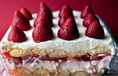 creamy strawberry moscato torte -- like a summer tiramisu: ladyfingers dipped in moscato and layered with sweet mascarpone and strawberries. a simple, light, sweet conclusion to a summer meal (with another glass of wine maybe? Strawberry Moscato, Strawberry Tiramisu, Strawberry Recipes, Strawberry Tart, Strawberry Shortcake, Just Desserts, Delicious Desserts, Dessert Recipes, Yummy Food