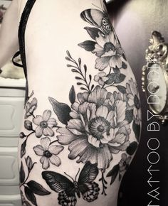 Blue Ink Tattoos, Flower Tattoos, Tatoos, Dodie Tattoo, Pretty Tattoos, Floral Shoulder Tattoos, Tattoo Shoulder, Back Tattoo, White Ink