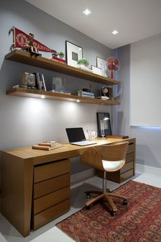60 Favorite DIY Office Desk Design Ideas and Decor If you've ever had the opportunity to work from home, you know how influential your home office furniture can be with regard to your productivity. The desk, in particular, plays a critical role in any … Diy Office Desk, Home Office Space, Home Office Design, Home Office Furniture, Home Office Decor, House Design, App Office, Furniture Dolly, Small Office