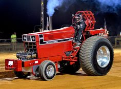 International 1466 pulling tractor warming up
