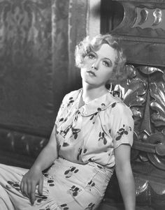 Marion Davies was William Hearst mistress Hollywood Icons, Vintage Hollywood, Classic Hollywood, Hollywood Hills, Hollywood Stars, Silent Film Stars, Movie Stars, Vintage Beauty, Vintage Fashion
