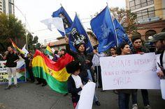 Protestan frente a la Embajada de EEUU en Bolivia por bombardeo a Siria
