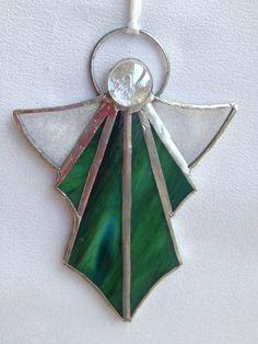 angel verde con gema