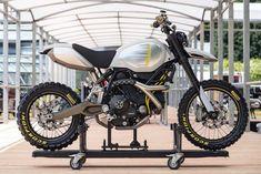 "Ducati wins two prizes at the Concorso d'Eleganza Villa d'Este Resounding success for Ducati Design: the Café Racer wins the prestigious ""Motorcycle Design - Concept Bike and New Prototypes"" award at. Scrambler Custom, Scrambler Motorcycle, Ducati Motorcycles, Honda Cb750, Ducati Cafe Racer, Cafe Racers, Desert Sled, Bike Shed, Motorcycle Design"
