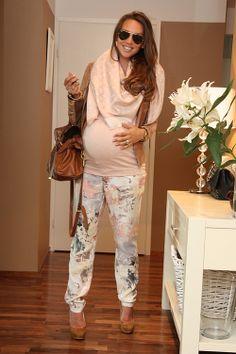 Fab #maternity outfit! #stylishpregnancy #maternitystyle