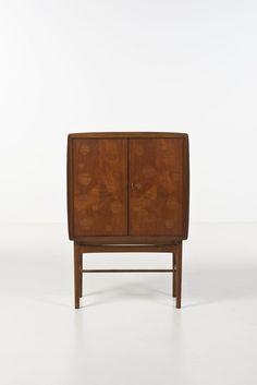 Piasa - Tove Kindt-Larsen (1906-1994) et Edvard Kindt-Larsen (1901-1982) Cabinet-bar Teck et acajou Édition Gustav Bertelsen & Co. Date de création : vers 1950