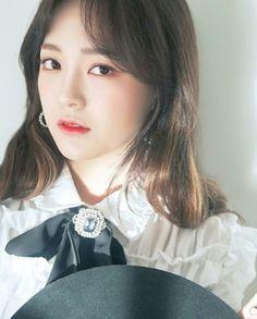 ♔ Kim Se Jeong → ♔ The official group South Korean Girls, Korean Girl Groups, Kim Sejeong, Jellyfish Entertainment, Korean Name, Idol, Singer, Actresses, Portrait