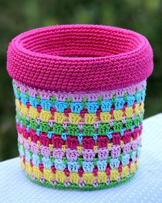 Crochet - Covers Bunte Eimer - Häkelanleitung Lawn Care Tips A beautiful lawn does not come without Crochet Puff Flower, Crochet Flower Patterns, Crochet Flowers, Knitting Patterns, Crochet Organizer, Crochet Hooks, Knit Crochet, Crochet Kitchen, Upcycle