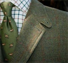 Fall is coming - Downeast and out/ Mix of textures and patterns. Tweed jacket, green printed necktie, tattersall shirt