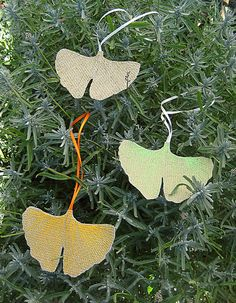 CUSTOM upcycled billboard ginkgo leaf ornament by haubenmeise, Country Charm, All Things Christmas, Billboard, Upcycle, Free Shipping, Christmas Ornaments, Pendant, Holiday Decor, Gifts