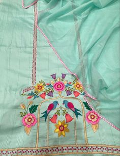 Embroidery Suits Design, Flower Embroidery Designs, Embroidery Fashion, Machine Embroidery Designs, Punjabi Suits Designer Boutique, Boutique Suits, Hand Embroidery Videos, Embroidery Thread, Kurti Sleeves Design