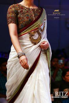 Kalamkari Blouse with Kerala Saree. Are you a fan of the most traditional kerala kasavu saree? Then give it a try with a kalamkari blouse. Sari Design, Sari Blouse Designs, Saree Blouse Patterns, Kalamkari Blouse Designs, Indian Dresses, Indian Outfits, Indian Saris, Lehenga, Sabyasachi