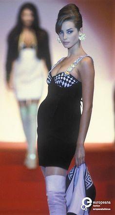 Christy Turlington  - Gianni Versace, Autumn-Winter 1991, Couture