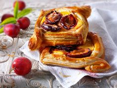 plum Danish pastry Images Of Chocolate, Pastry Cake, Afternoon Tea, Food Pictures, Plum, Danish Pastries, French Toast, Sweets, Baking