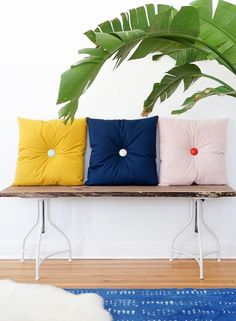 Colorful DIY tufted pillows - sugar and cloth - home decor - mid century Diy Interior, Interior Design, Diy Pillows, Decorative Pillows, Sewing Pillows, Diy Cushion, Diy Buttons, Tufting Buttons, Diy For Teens