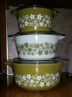Vintage Pyrex Casserole Set of 3 Casserole Dishes with Lids with Crazy Daisy/Spring Blossom Cinderella Pattern make a great Christmas gift