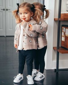 29 Easy Fall Outfit Ideas You can Copy Right Now Twin Girls Outfits, Twin Baby Girls, Outfits Niños, Toddler Outfits, Children Outfits, Baby Outfits, Fashion Kids, Little Girl Fashion, Toddler Fashion