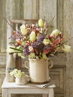 lilacs, white tulips, old crock (Source: wunderweib.de, via hummingbird006)