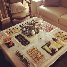 Aperitivos cena de Navidad Coffee Break, Cute Food, Yummy Food, Fingers Food, Venezuelan Food, Fruit Creations, Party Finger Foods, Latin Food, Canapes