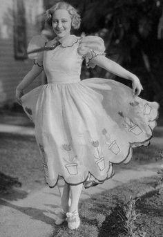 Sally Rand -- whatta vintage dress
