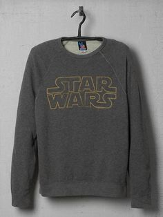 Star Wars Logo Vintage Sweatshirt Product Image - Sweat Shirt - Ideas of Sweat Shirt - Star Wars Logo Vintage Sweatshirt Product Image Be Wolf, Star Wars Sweatshirt, Star Wars Tee Shirts, Star Wars Shoes, Star Wars Outfits, Star Wars Clothes, Mode Chanel, Junk Food Clothing, Geek Chic