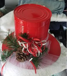 40 Affordable Christmas Decorations Ideas to Prepare For Christmas Celebration Minimalist Christmas Tree, Silver Christmas Tree, Christmas Wine, Christmas Ornaments, Classic Christmas Decorations, Christmas Centerpieces, Holiday Crafts, Snowman Hat, Creations