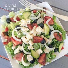 Para seguir la receta original de la ensalada griega hay que usar aceitunas Kalamata, pero puedes sustituir por aceitunas negras.