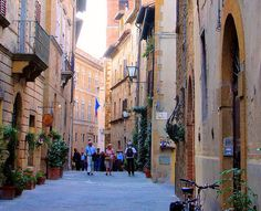 EuroTravelogue™: Guided Tour to the Tuscan Hilltop Town of Pienza, Italy