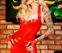 Inspiring image alternative, alternative girl, beauty, blond, blonde, dress latex, gloves, latex, red, red lips, sabina kelley, sexy, tatoo #84002 - Resolution 533x799px - Find the image to your taste