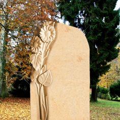 Naturstein Grabmal mit Sonnenblume; Qualität & Service direkt vom Bildhauer; Jetzt Grabstein online kaufen bei  Serafinum.de