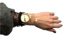 accumultaion de bracelets