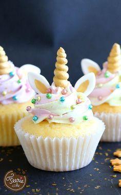 Man trifft die feenhaften Einhörner derzeit überall! Verzaubern Sie Ihr Umfeld mit diesen feenhaften Einhorn-Cupcakes und der bunten Glasur!