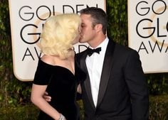 Pin for Later: Lady Gaga et Taylor Kinney Enflamment le Tapis Rouge aux Golden Globes