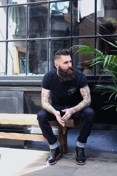 Ricki Hall-- look at that beard! Beards And Mustaches, Sexy Bart, Ricki Hall, Tyler Durden, Scruffy Men, Look Man, Great Beards, Full Beard, Hommes Sexy