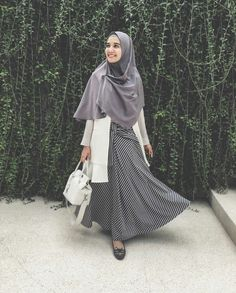 Discover recipes, home ideas, style inspiration and other ideas to try. Muslim Fashion, Modest Fashion, Skirt Fashion, Fashion Outfits, Abaya Fashion, Ootd Fashion, Casual Hijab Outfit, Hijab Chic, Casual Ootd