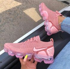 Nike VaporMax Flyknit Pink Tint Storm Pink - the perfect summer sneaker! - Nike Sneaker - Shoes World Moda Sneakers, Sneakers Mode, Sneakers Fashion, Shoes Sneakers, Shoes Heels, High Heels, Sneakers Adidas, Shoes Trainers Nike, Fashion Shoes