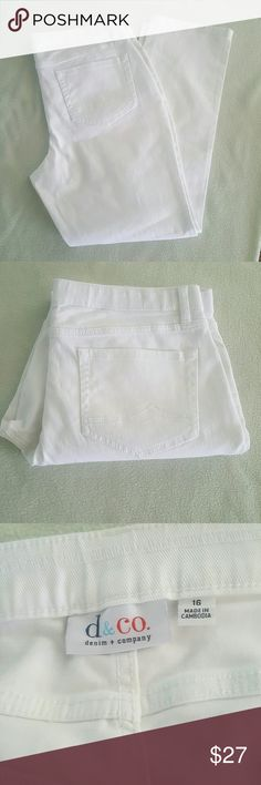 White Jeans NWOT White Jeans. Waist 38 inches. Length 31 inches. Cotton/spandex Denim & Company Jeans Straight Leg