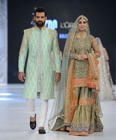 Traditional Look Pakistani Bridal Gharara Collection – Designers Outfits Collection Pakistani Wedding Outfits, Indian Bridal Wear, Pakistani Wedding Dresses, Bridal Outfits, Indian Dresses, Indian Outfits, Mehendi Outfits, Gharara Designs, Pakistani Couture