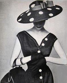 I Love the 1930-50's fashion !
