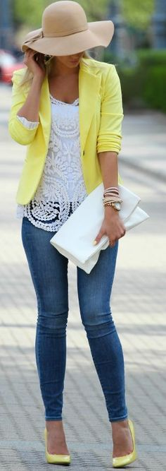 Escarpin et veste jaune, chapeau rond, jean, haut crochet blanc, Yellow Touch Outfit Idea -- 60 Great Spring Outfits On The Street - Style Estate - Komplette Outfits, Casual Outfits, Fashion Outfits, Fashion Trends, Fashion Ideas, Cute Blazer Outfits, Heels Outfits, Outfit Jeans, Basic Outfits