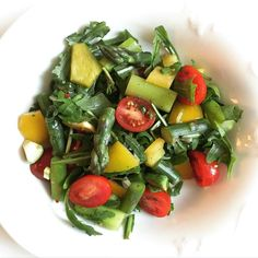 Asparagustomato pepper and arugula #salad for lunch #vegetarian#healthy#vegan#paleo#diet#nutrition#foodie#instafood#instahealth#glutenfree#grainfree#cleaneating#cleaneats#eatclean#fitfam#fitspo#healthyfood#fitnessfood#lowcarb#training#fitness#fitnessfood#eatforabs#fitfood#nocarb#sugarfree by jules_mnc