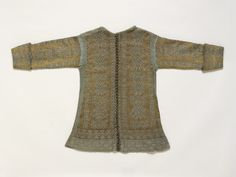 1600-1620.  Knitted silk jackets were fashionable in the early 17th century as informal dress. This example is very finely knit by hand in plain silk yarn and silk partially wrapped in silver thread, in contrasting colours of blue and yellow.  (In 17th Century Women's Clothes I, V book)