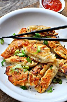 Vegan Sesame Tofu Dumplings Dumplings filled with delicious sesame tofu and green onions. Quick, easy and can be steamed or fried! - Vegan Sesame Tofu Dumplings - Rabbit and Wolves Healthy Asian Recipes, Vegetarian Recipes Videos, Vegetarian Breakfast Recipes, Healthy Eating Recipes, Cooking Recipes, Eating Vegan, Vegetarian Pot Stickers Recipe, Breakfast Healthy, Whole30 Recipes