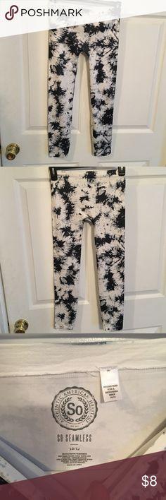 SO Black/White Splatter Leggins Girls Size 10/12 Great shape From Kohls 95% polyester 5% spandex Size 10/12 SO Bottoms Leggings